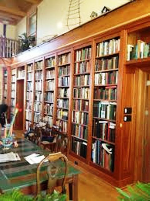 قفسه کتاب گره چوبی