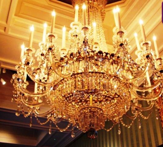 بیشترین لامپ و لوستر در کدام رواق حرم رضوی است؟