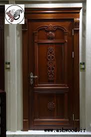 طراحی درب چوب کلاسیک