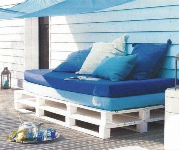 کاناپه هایی بدون پشتی که برای خوابیدن نیز مناسب است