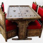 دکوراسیون ایرانی ، مبل سنتی ، کاناپه گره چینی , میز ناهارخوری ، میز کنسول چوبی و قاب آینه مشبک دکوپاژ