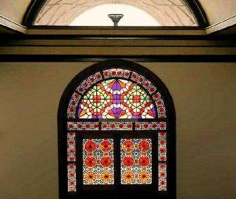 پنجره گره چینی شمسه ریز چوبی با شیشه های رنگی