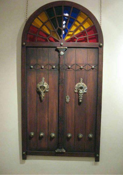 درب و پنجره سنتی با یراق گل میخ و کلون