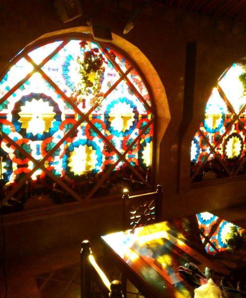 ساخت میز و صندلی و پنجره و درب سنتی رستوران سنتی عمارت