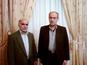 سمت راست استاد عباس عشاقی و سمت چپ استاد چکشی از هنرمندان نامدار در هنر گره سازی