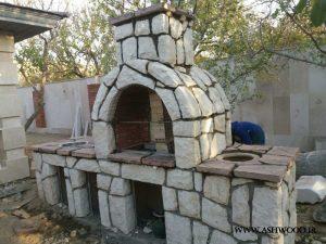 طراحی شومینه سنگی باربیکیو در باغ و ویلا