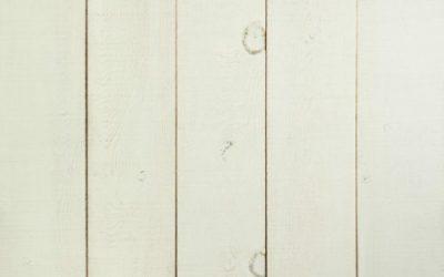 رنگ سفید بر روی چوب کاج