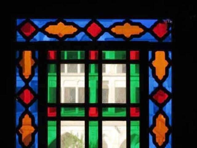 ورق کریستال و تفاوت آن با پلکسی گلاس و شیشه رنگی