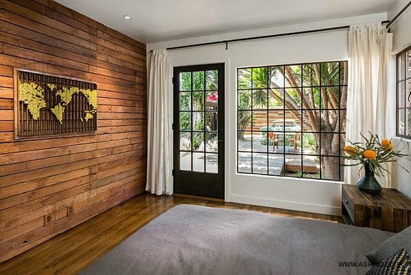 دیوار چوبی ورودی منزل
