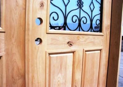درب چوب طراحی شده بر اساس درب های قدیمی متعلق به 50 سال پیش