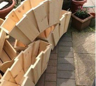 دکوراسیون چوبی ساخته شده از چوب کاج