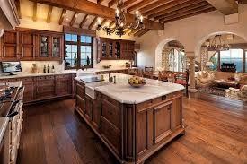 چوب کاج سبک روستیک با فرفورژه های آهنی در دکوراسیون آشپزخانه